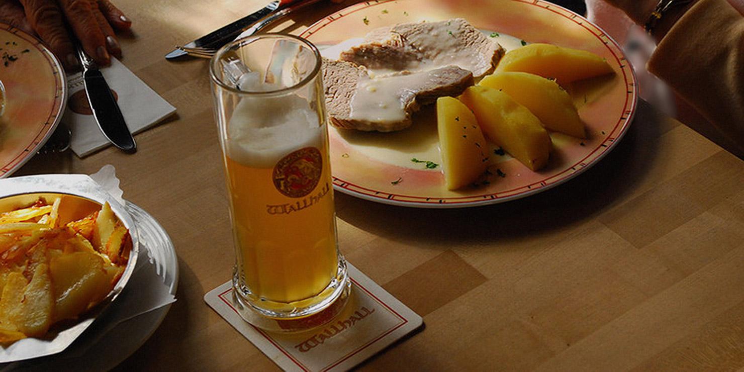 Bild zeigt Speisen auf dem Tisch